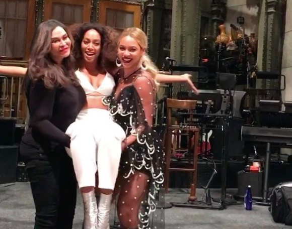 """Tina Knowles, Solange and Beyonce on the set of """"Saturday Night Live"""" (11-05-16)"""