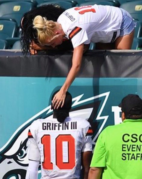 Grete Sadeiko pats boyfriend Robert Griffin III of the Cleveland Cavaliers on the head in Instagram pic