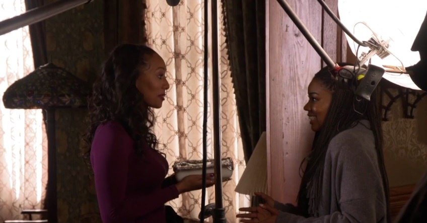 Keri Hilson & Gabrielle Union in a scene from 'Almost Christmas'