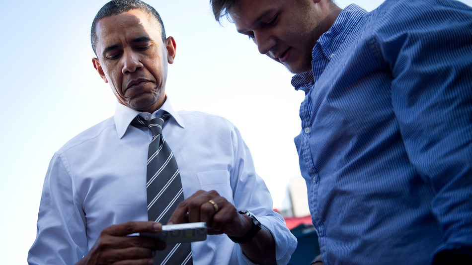 obama-on-cell-phone