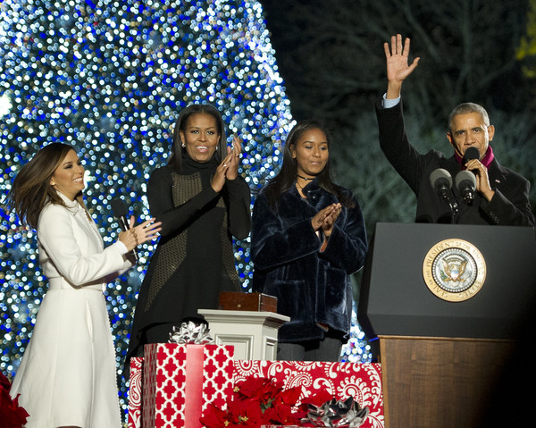 U.S. President Barack Obama, (L-R) Eva Longoria, first lady Michelle Obama and Sasha Obama take part in the National Christmas Tree Lighting on the Ellipse December 1, 2016 in Washington, DC. This year is the 94th annual National Christmas Tree Lighting Ceremony.