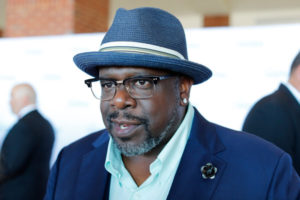 Cedric the Entertainer walks the red carpet at the 2016 Starkey Hearing Foundation