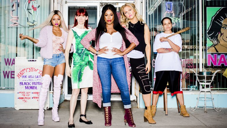 """Niecy Nash and the cast of TNT's """"Claws"""""""