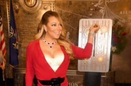 Mariah Carey flips switch on 2016's Empire State Building light show (Dec 19, 2016)