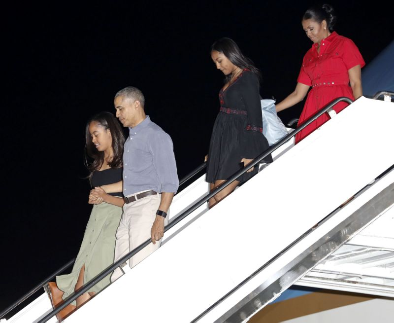obamas in hawaii for holidays kim kanye show off xmas lights
