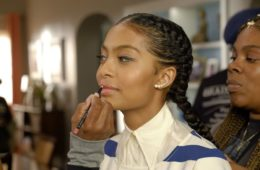 "Yara Shahidi prepares to shoot scene in Auntsgiving episode of ""black-ish"""