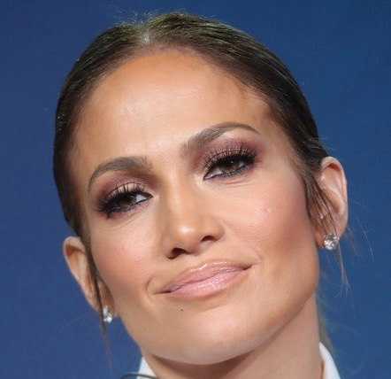 Jennifer Lopez is falling 'head over heels' for Drake says report