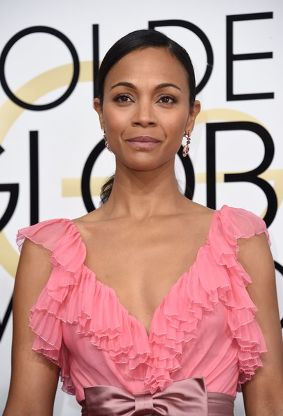 Zoe Saldana arrives at the 74th annual Golden Globe Awards, January 8, 2017, at the Beverly Hilton Hotel in Beverly Hills, California. / AFP / VALERIE MACON