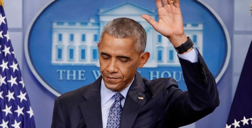 president obama -arm raised-goodbye