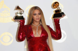 Beyonce+Knowles+59th+GRAMMY+Awards+Press+Room+yRwBUmWON-Ol