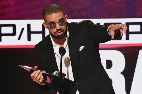 Drake Receives Global Recording Artist of the Year Award