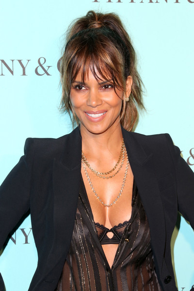 Actress Halle Berry celebrates the unveiling of the renovated Tiffinay & Co. Beverly Hills store at Tiffany & Co. on October 13, 2016 in Beverly Hills, California.