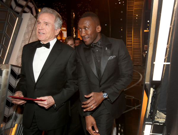 Actors Warren Beatty (L) and Mahershala Ali backstage during the 89th Annual Academy Awards at Hollywood & Highland Center on February 26, 2017 in Hollywood, California.