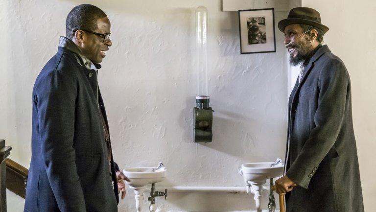 """Sterling K. Brown (L) and Ron Cephas Jones in """"This Is Us"""" (NBC)"""