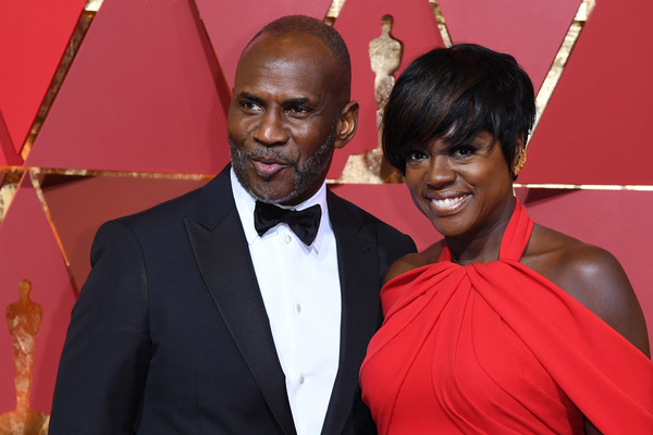 "Nominee for Best Supporting Actress in ""Fences"" Viola Davis (R) and her husband US producer Julius Tennon pose as they arrive on the red carpet for the 89th Oscars on February 26, 2017 in Hollywood, California. / AFP / ANGELA WEISS"