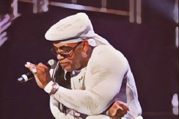 Melle Mel in white kneel