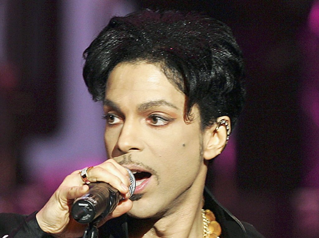 LOS ANGELES - MARCH 19:  Musician Prince performs onstage at the 36th Annual NAACP Image Awards at the Dorothy Chandler Pavilion on March 19, 2005 in Los Angeles, California. (Photo by Kevin Winter/Getty Images) *** Local Caption *** Prince