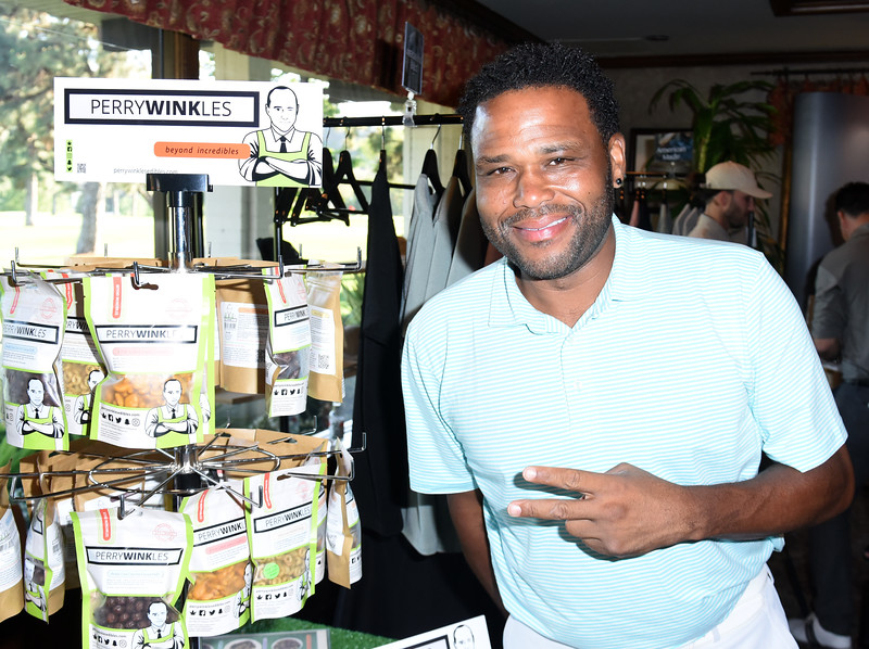 ANTHONY ANDERSON WITH PERIWINKLES EDIBLES