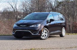 2017-Chrysler-Pacifica-Touring-L-Plus-Front
