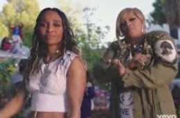 "Chilli (L) and T-Boz in video for ""Way Back"""