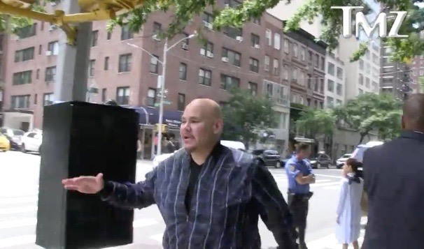 Fat Joe arrives at the funeral of Prodigy in New York (June 29, 2017) - TMZ