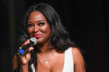 kenya moore (with mic)