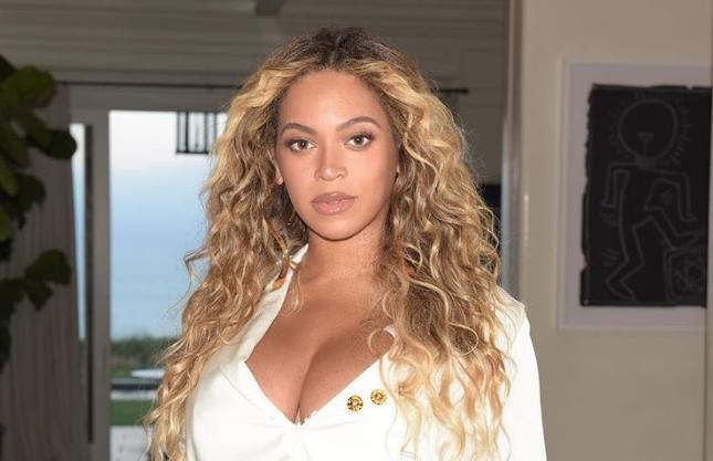 beyonce steps out month after twins birth