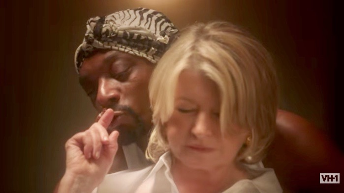 """Snoop Dogg and Martha Stewart in VH1 promo for """"Martha & Snoop's Potluck Dinner Party"""""""
