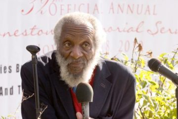 dick gregory (with mic1)