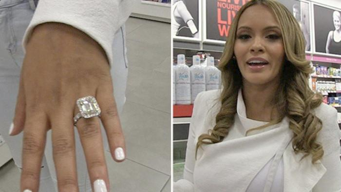 evelyn lozada hand with ring & headshot