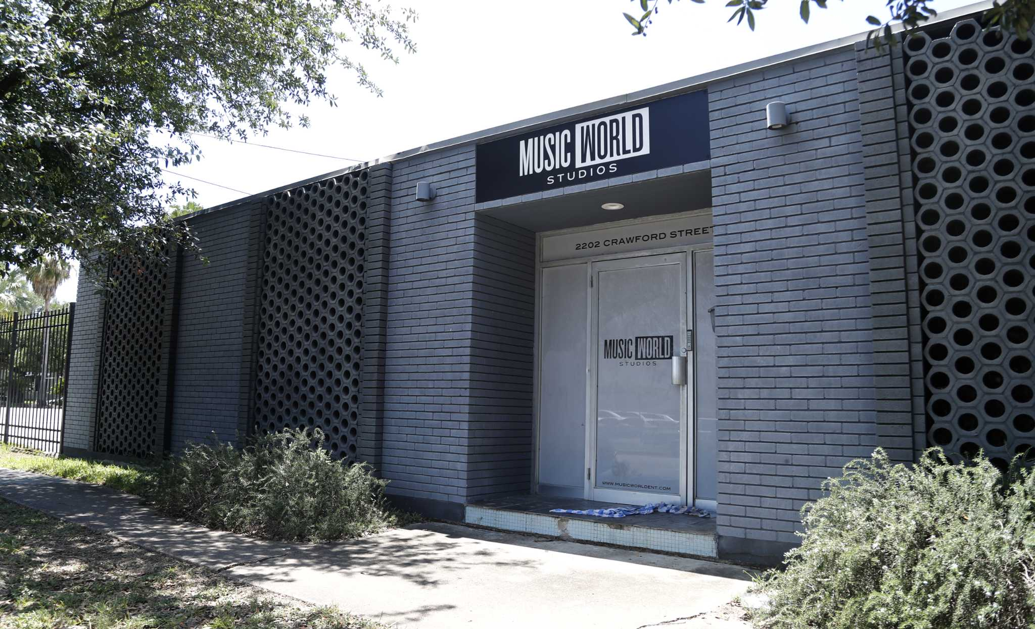 Music World Entertainment's Midtown property where Beyonce's career was launched sold to BMW dealer, which includes the historic 2225 La Branch property (Rice Mansion) and the other buildings on the block bounded by Webster, LaBranch, Crawford and Hadley streets.Tuesday, May 23, 2017. ( Karen Warren / Houston Chronicle )