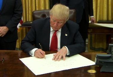 trump signs anti-obamacare documents