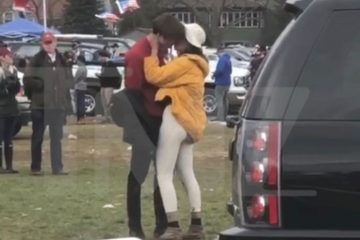 Malia Obama and mystery boy at the Harvard-Yale game (Nov. 18, 2017)