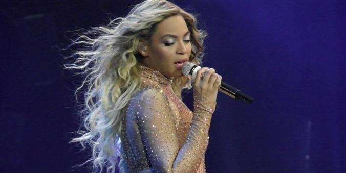 beyonce - with mic