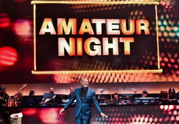 SHOWTIME AT THE APOLLO: Steve Harvey hosts SHOWTIME AT THE APOLLO airing Wednesday, Feb. 1 (8:00-90:00 PM ET/PT) on FOX. ©2017 Fox Broadcasting Co. CR: Anthony Behar/FOX