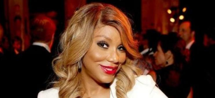 Tamar Braxton Spotted Without Her Wedding Ring During Red Carpet With  Sister Toni