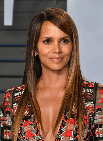 Halle+Berry+2018+Vanity+Fair+Oscar+Party+Hosted+-WkjPsbKkGol