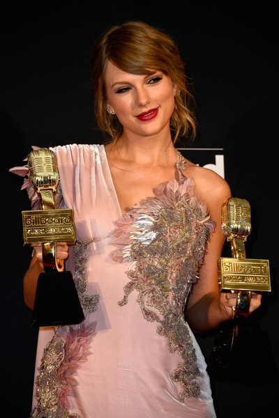Recording artist Taylor Swift poses in the press room during the 2018 Billboard Music Awards at MGM Grand Garden Arena on May 20, 2018 in Las Vegas, Nevada.