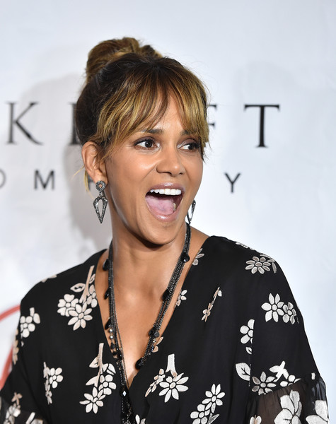 Actress Halle Berry attends the 2018 Imagine Cocktail Party To Benefit Jenesse Center at Wilshire Country Club on June 27, 2018 in Los Angeles, California.