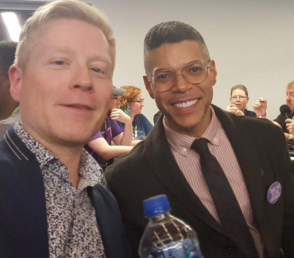 Anthony Rapp (l) and Wilson Cruz backstage at Madison Square Garden NYCC