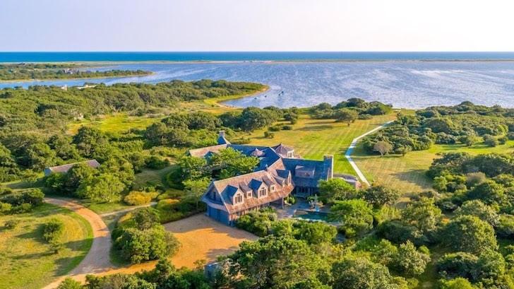 BARACK & MICHELLE OBAMA Closed on $11.75 Mil Estate