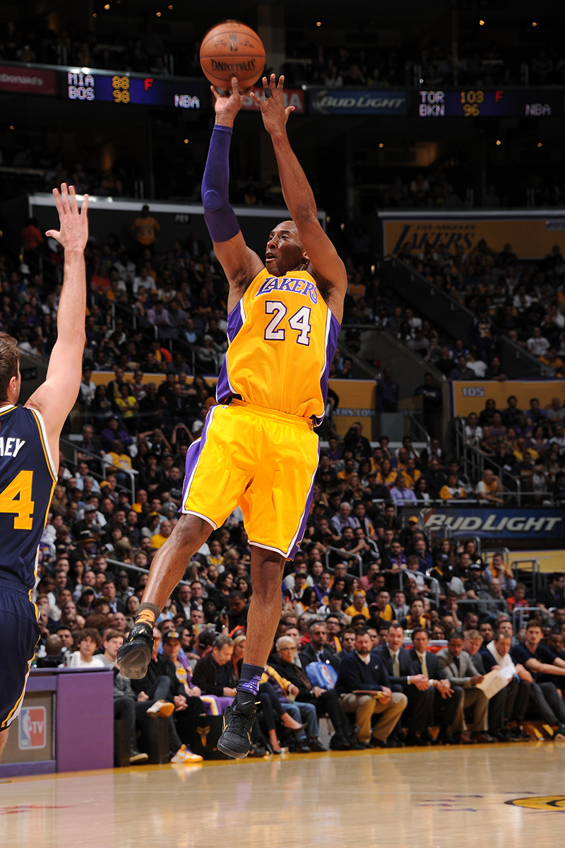 Kobe Bryant taskes a jumper against Utah in 2016