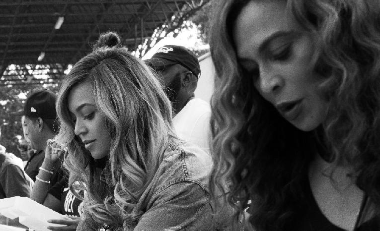 Beyonce & Tina - serving meals1