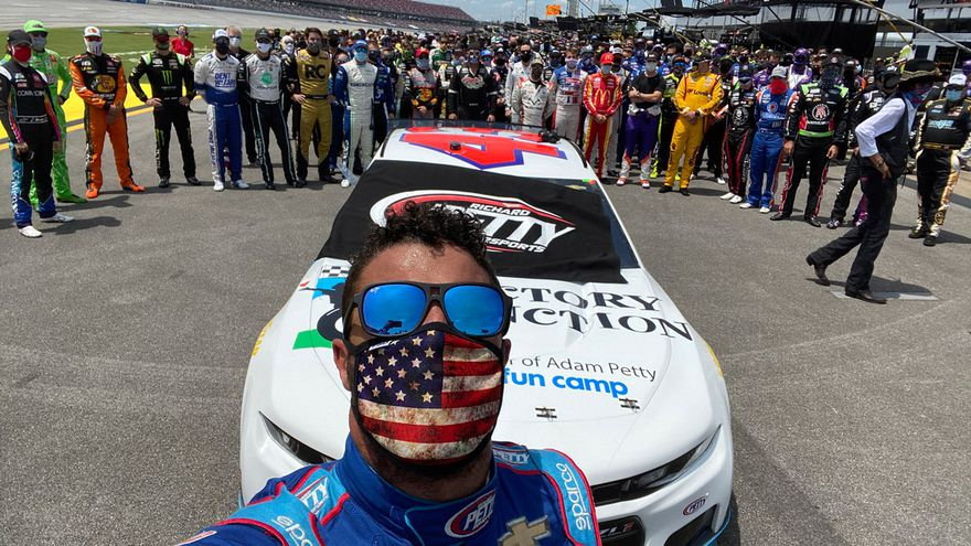 Nascar drivers unite in show of solidarity for Bubba Wallace