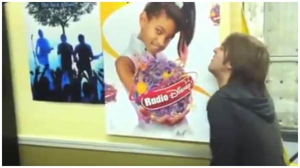 Shane Dawson pretending to mastrbate over a picture of 11 year old Willow Smith