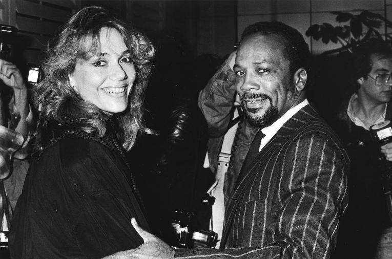 Quincy Jones & Peggy Lipton (Getty)