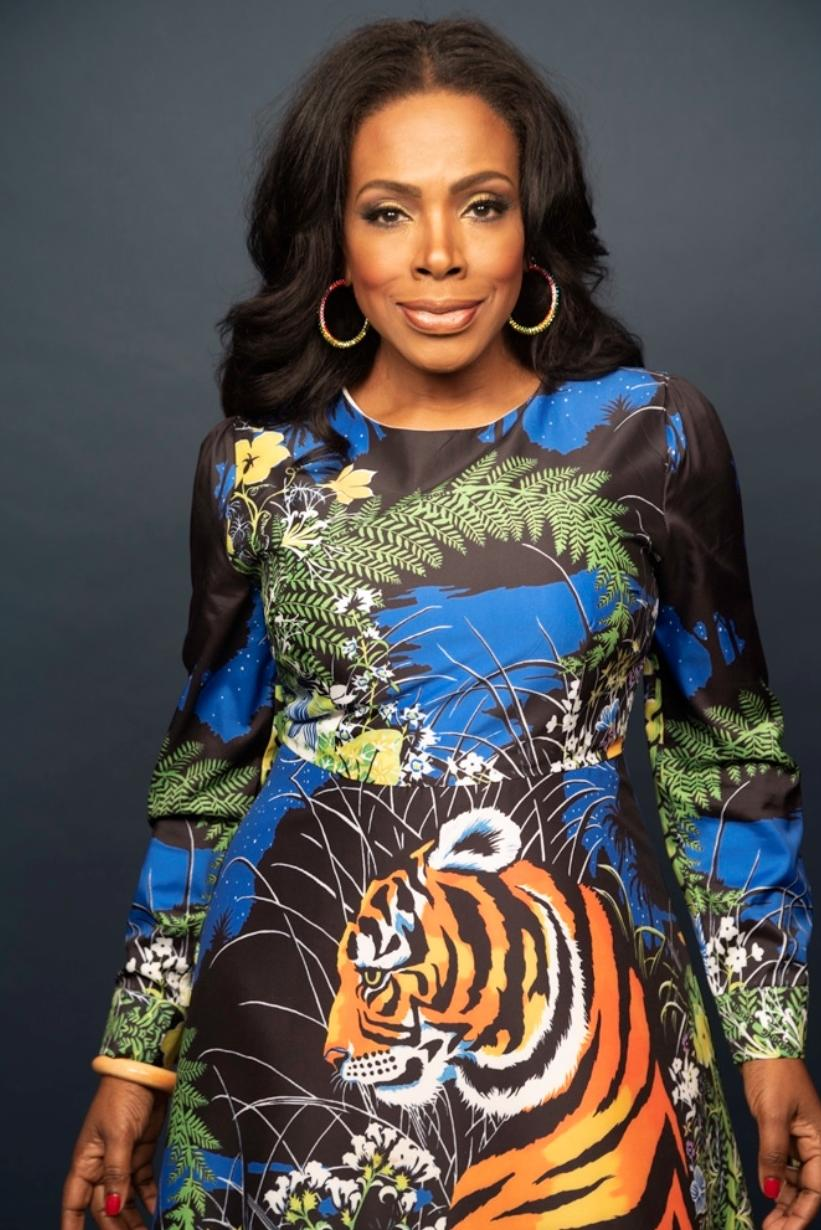 Sheryl Lee Ralph - blue print dress