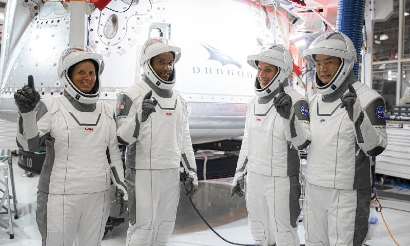 Victor Glover and other astonauts