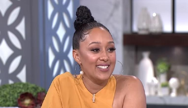 tamera mowry housley - smile - screenshot