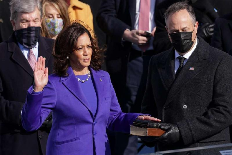Kamala Harris (with husband) being sworn as VP of US (Getty)
